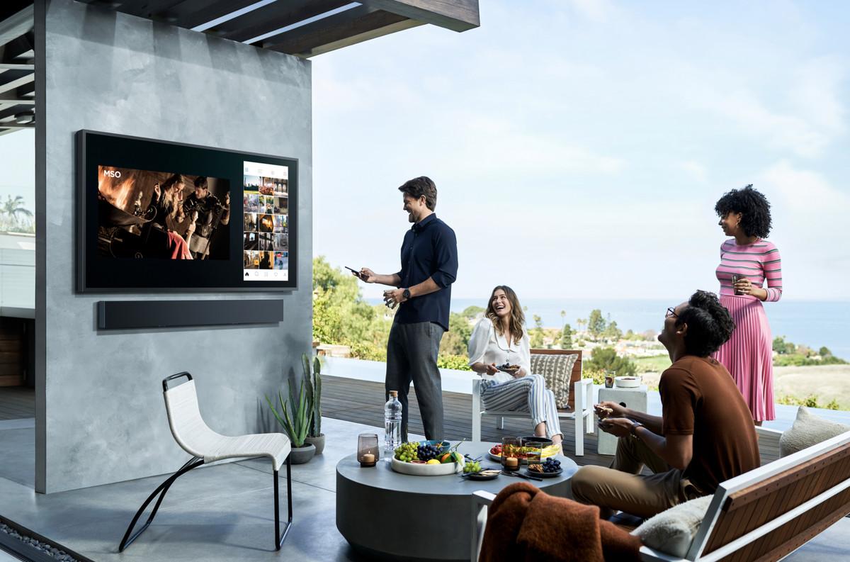 اولین تلویزیون بیرونی 4k سامسونگ از سری 4K QLED TV ها با نام Terraceمعرفی شد.